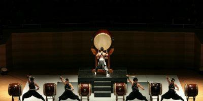 Шоу японских барабанщиков Kodo